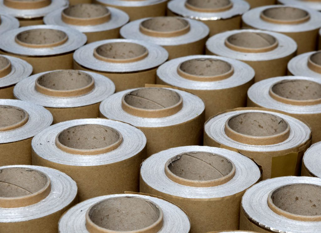 Mica rolls which can be used for industrial heat insulation