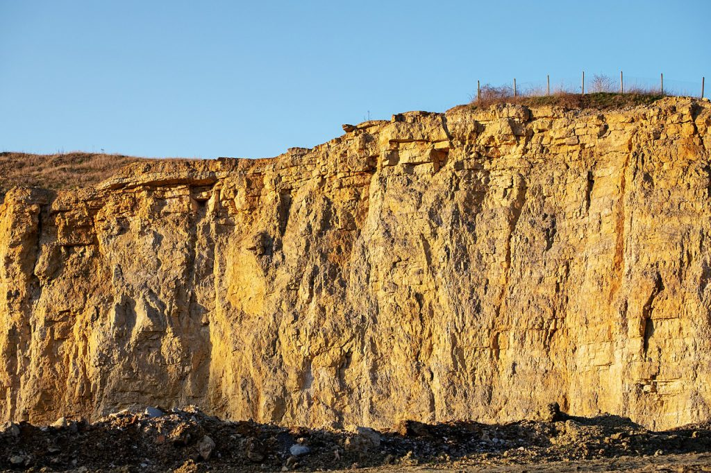 Image of a quarry for a blog by Elmelin on Mica