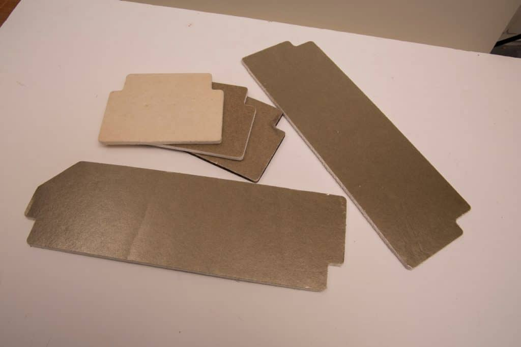 Mica sheets for automotive batteries